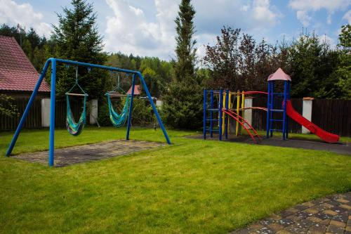 Plac zabaw dla dzieci w obiekcie Luxury Villa & SPA