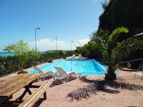 A piscina localizada em Tapu Lodge ou nos arredores