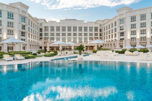 المسبح في فندق ريجينسي كويت أو بالجوار