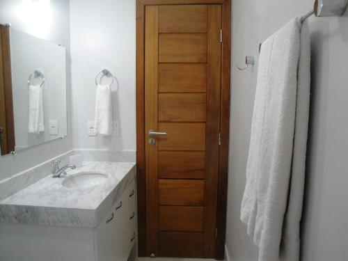 A bathroom at Varandas da Praia Apartamentos