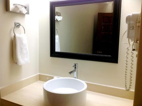 Un baño de Best Western Hotel Plaza Matamoros
