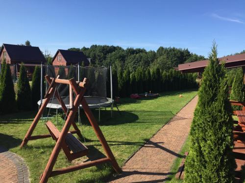 Plac zabaw dla dzieci w obiekcie Domki U Edzia