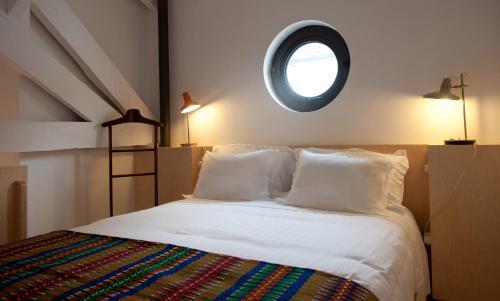 Uma cama ou camas num quarto em Coimbra Vintage Lofts Apartments