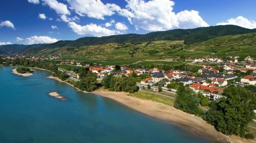 A bird's-eye view of Donauhof - Hotel garni