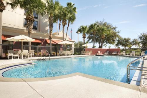 The swimming pool at or near Hampton Inn Orlando-Convention Center International Drive Area