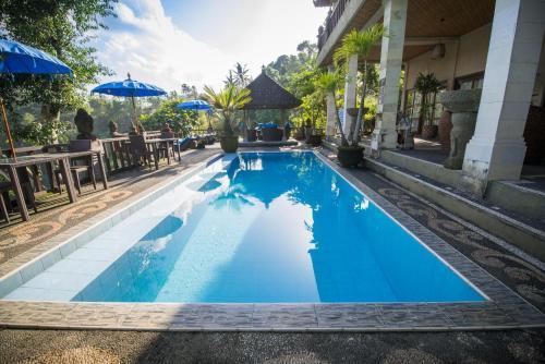 The swimming pool at or close to Villa Kalisat