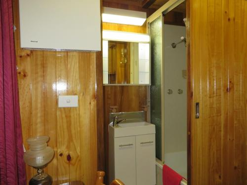 A bathroom at Karelia Alpine Lodge