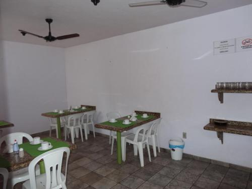 A restaurant or other place to eat at Pousada Ilheus