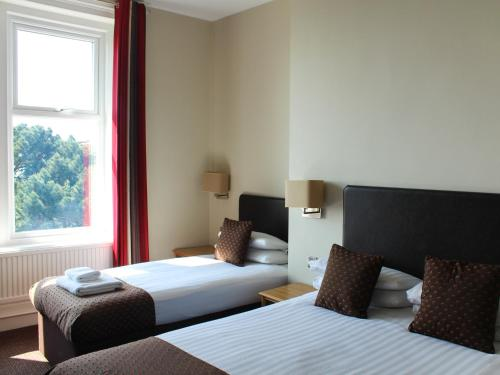 A bed or beds in a room at Chine Hotel