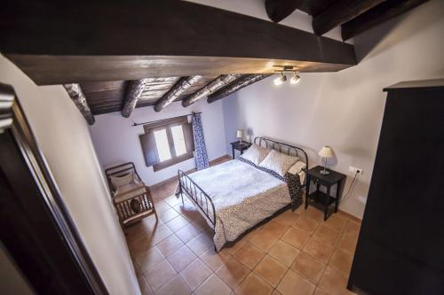 A bed or beds in a room at Apartamentos Cine Capicol