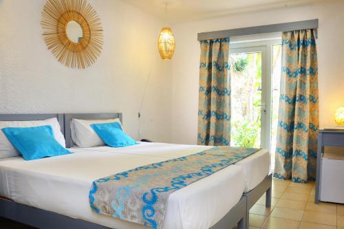 Un ou plusieurs lits dans un hébergement de l'établissement Cocotiers Hotel – Mauritius