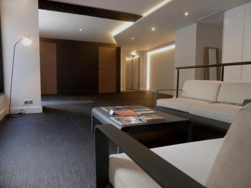 Coin salon dans l'établissement LOFT luxe hyper centre: terrasse/piscine/ salle de sport