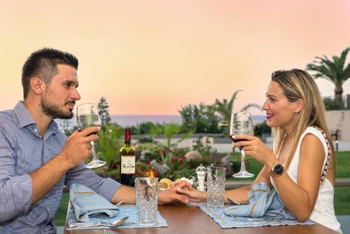 Goście zatrzymujący się w obiekcie Solimar Aquamarine Resort