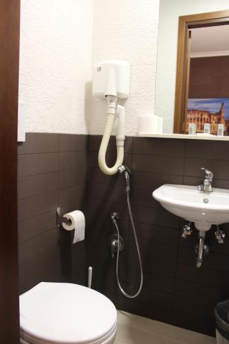 A bathroom at Hotel Pyramid