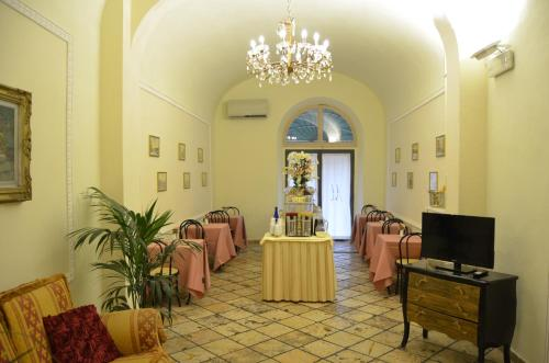 A restaurant or other place to eat at Hotel Minerva