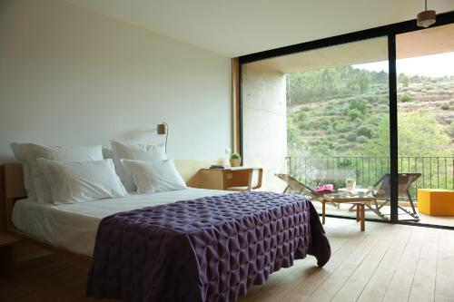 A bed or beds in a room at Colmeal Countryside Hotel