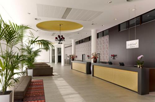 The lobby or reception area at Park Plaza Amsterdam Airport