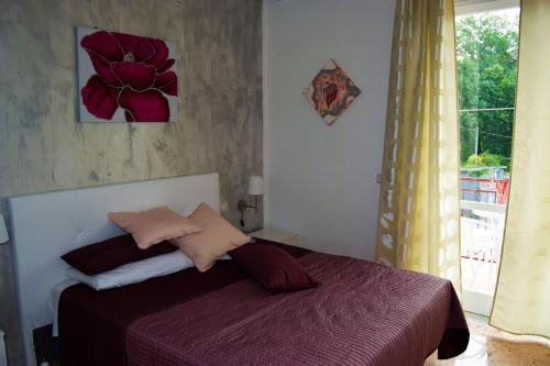A bed or beds in a room at Il Rifugio d'aMare