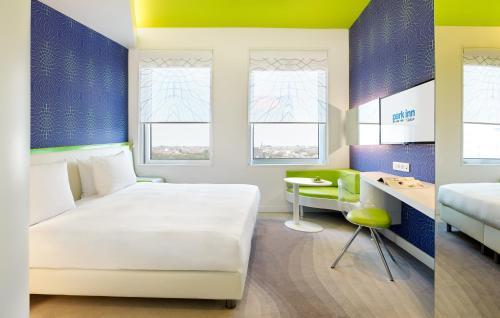 מיטה או מיטות בחדר ב-Park Inn by Radisson Amsterdam City West