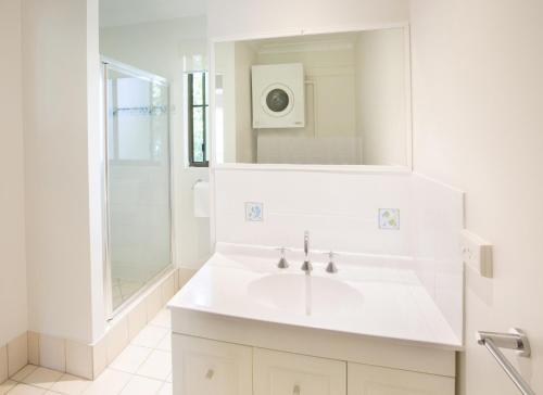 A bathroom at Melaleuca Resort