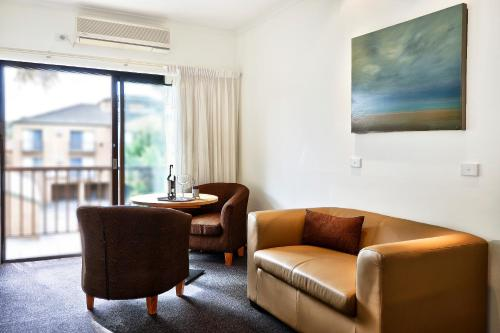 A seating area at BEST WESTERN Geelong Motor Inn & Serviced Apartments