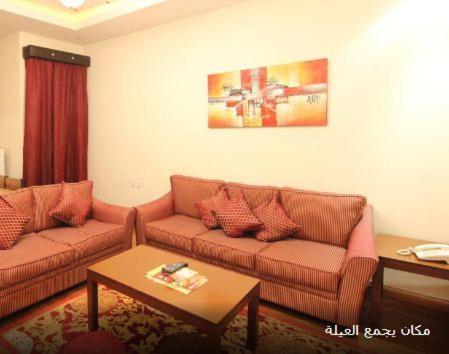 Uma área de estar em Towlan Hotel Suites 1