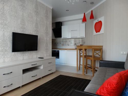 Телевизор и/или развлекательный центр в Апартаменты Red Apple