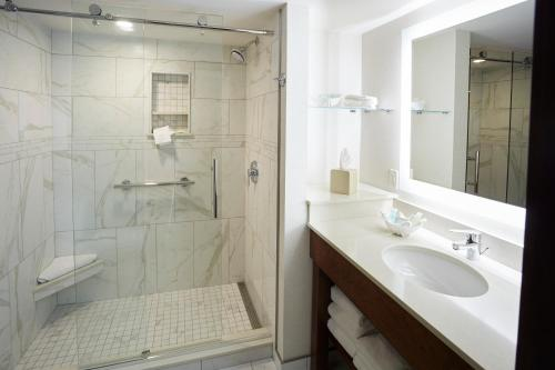 A bathroom at Best Western Premier Park Hotel