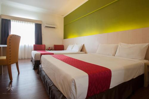A bed or beds in a room at Hotel Seri Malaysia Pulau Pinang