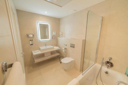 Łazienka w obiekcie Maritim Antonine Hotel & Spa