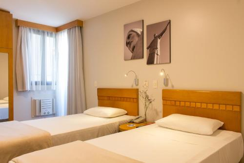 A bed or beds in a room at Rio Hotel by Bourbon Curitiba Batel