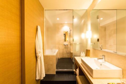 A bathroom at Hyatt Regency Kyoto
