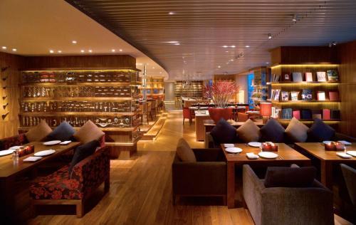 The lounge or bar area at Hyatt on the Bund