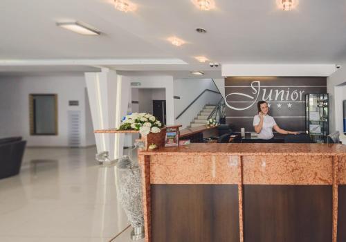 Лобби или стойка регистрации в Hotel Junior