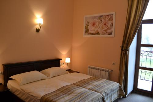 Кровать или кровати в номере Мирский Посад