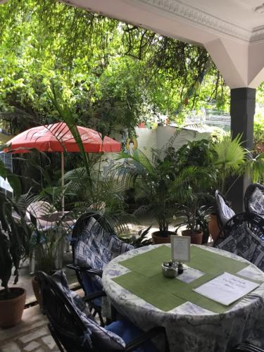 A restaurant or other place to eat at Sacred Valley Inn