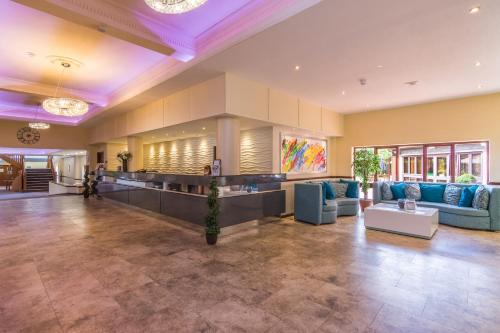 The lobby or reception area at Best Western Rockingham Forest Hotel