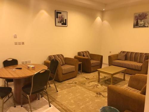 Uma área de estar em Sharm Inn for Monthly & Yearly