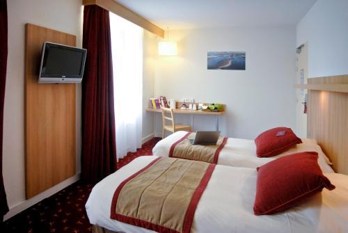 Un ou plusieurs lits dans un hébergement de l'établissement Mercure Abbeville Centre – Porte de La Baie de Somme