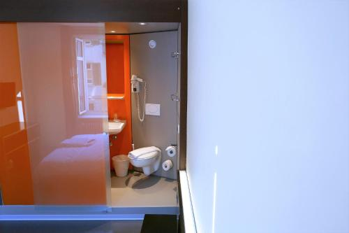 A bathroom at easyHotel Zürich City Centre