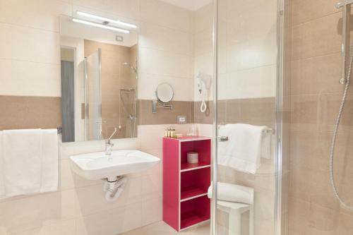 A bathroom at Hotel Bella Lazise