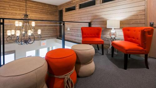 A seating area at Best Western Plains Motel