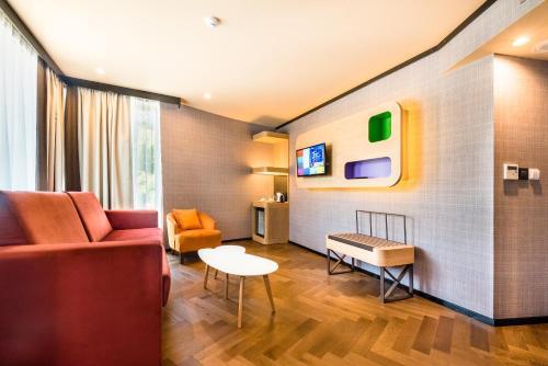 A seating area at CITY Hotel Sofia