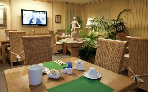 Ein Restaurant oder anderes Speiselokal in der Unterkunft Hotel Stolberg