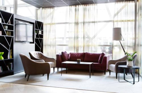 A seating area at Comfort Hotel Xpress Stockholm Central
