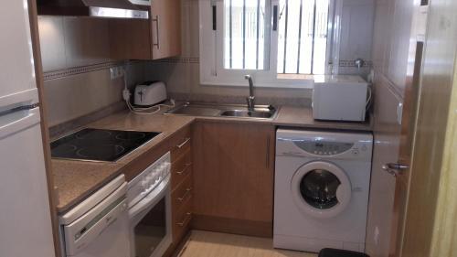 Una cocina o zona de cocina en Costa Azahar Apartments Beach