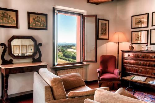 A seating area at Hotel Santa Caterina