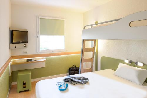 A bunk bed or bunk beds in a room at Felix Hotel Darmstadt