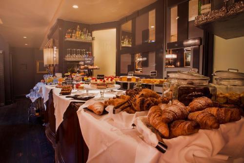 מסעדה או מקום אחר לאכול בו ב-HT6 Hotel Roma