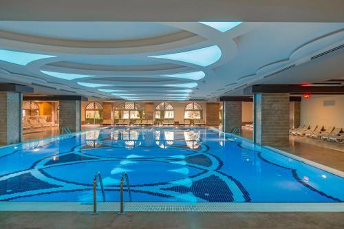 Het zwembad bij of vlak bij Royal Holiday Palace